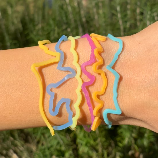 Beach Sillybandz Sillybands Bottle, a Crab, a Palm Tree, a Sail Boat, a Surfer, and a Seashell. Silicone Bracelets Crazy Bands