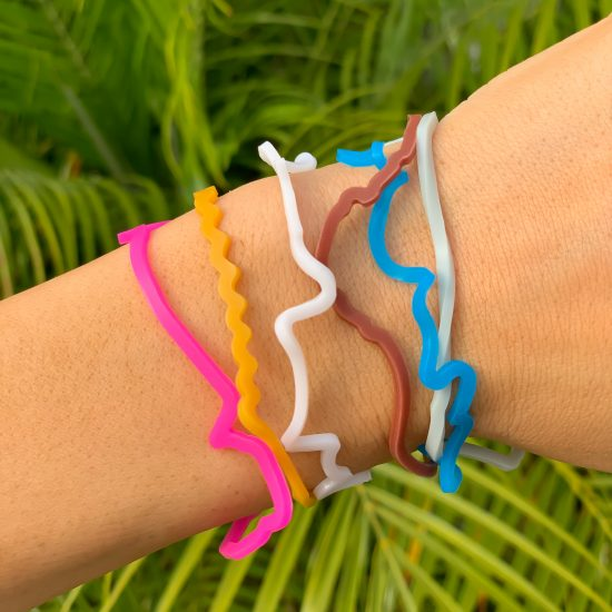 """* Buy Hershey Sillybandz Sillybands Kisses, Peanut Butter Cups, Bottles of Chocolate Syrup, and the words """"Hugs,"""" """"&,"""" and """"Kiss."""" Silicone Bracelets Crazy Bands"""